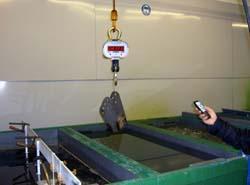 Uso de las balanzas de gancho en una instalación de galvanizado (1).