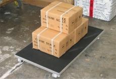 Balanza cargada con los paquetes.