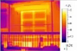 Imagen térmica de la ventana de una casa