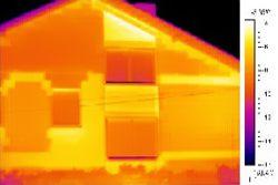Imagen realizada por las cámaras infrarrojas del exterior de una casa