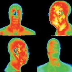 Comprobación de la temperatura del cuerpo humano con las camaras termograficas.