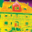 Las cámaras termográficas son ideales para detectar zonas de entrada de frío en edificios.