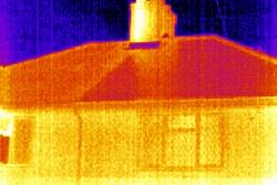 Imagen realizada en una vivienda para comprobar en aislamiento de la misma con las cámaras termográficas.