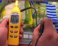 Midiendo la humedad y temperatura de un producto en su cámara frigorífica con los hidrómetros PCE-310