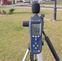 Comprobación del nivel de ruido en una zona verde con los sonómetros PCE-322A.