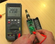 Comprobando las conexiones de un aparato con los tester de cables serie W-20 TRMS.