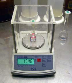 Vista frontal de la balanza de laboratorio de la serie PCE-BS.