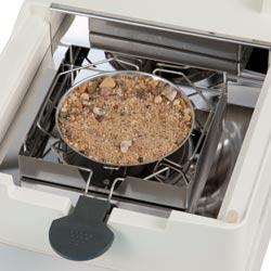 La termobalanza seca los materiales que situados en el platillo