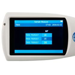 La pantalla del brillómetro es nítida y de fácil lectura
