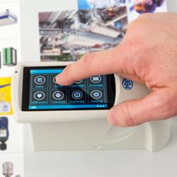 Brillómetro con pantalla táctil innovativa