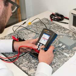 Realizando una medición con el calibrador universal