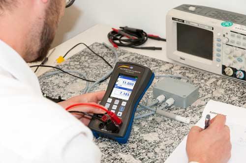 Uso del calibrador universal PCE-MCA 50