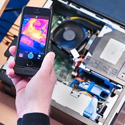 Camara IR para teléfono móvil en el exámende un PC
