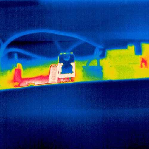 Visualización del desarrollo térmico en una platina conductora con la cámara térmica PCE-TC 34