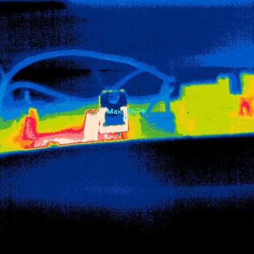 También puede visualizar con la cámara térmica PCE-TCE 34 el desarrollo térmico de la platina en el color brown red