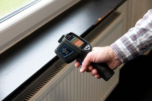 Realizando una medición con la cámara termográfica