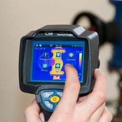 Manejo sencillo de la cámara termográfica para la inspección de edificios