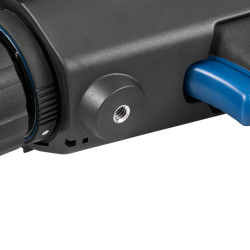 La protección de la cámara termográfica para la inspección de edificios integra una rosca para atornillarla sobre un trípode.