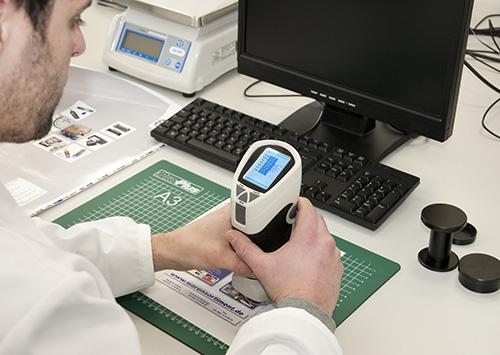 Control de calidad de una impresión con el colorimetro PCE-TCR 200