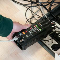 Comprobación de la caja de distribución LAN con el comprobador de cables PCE-170 CB