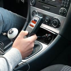 Uso del encendedor para alimentar el comprobador de tensión para coches PCE-ACT 10