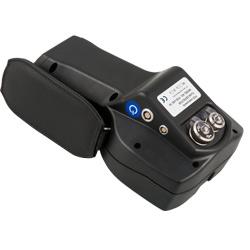 El defectoscopio dispone de una sujeción de mano en un lateral para garantizar una buena sujeción.