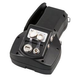 Para proteger las conexiones situadas en la parte posterior del defectoscopio es posible taparlas.