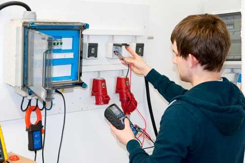 Medición de tensión con el detector de voltaje digital