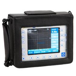 El detector de fallas por ultrasonido se envía en un estuche.
