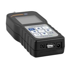 Midiendo con el medidor de transmisión luminosa en el control de calidad