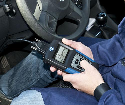 Imagen de uso del equipo / escáner de diagnóstico automotriz
