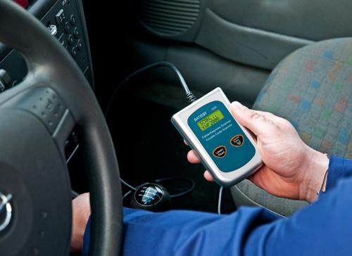 Imagen de uso del escaner diagnostico automotriz Mobo Scan
