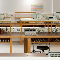 Ubicación de la fuente de alimentación de laboratorio PCE-HPS 4500