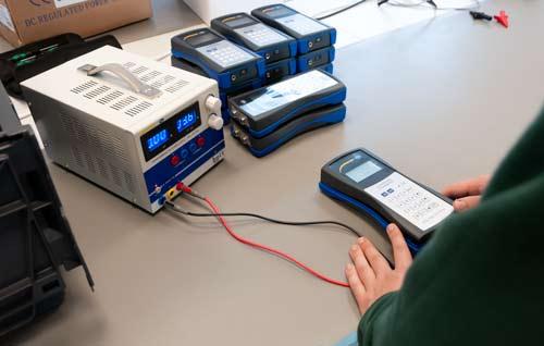 Ejemplo de uso de la fuente de alimentación programable PCE-LPS 3305