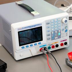 Conexiones de la fuente de alimentación programable PCE-PPS 3305