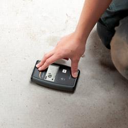 Medición de humedad de un suelo con el indicador de humedad de materiales para edificios PCE-PMI 4