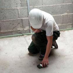 Imagen de uso del indicador de humedad de materiales para edificios PCE-PMI 4