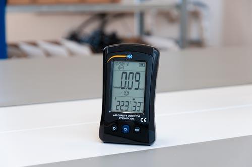 El medidor de calidad del aire en un laboratorio