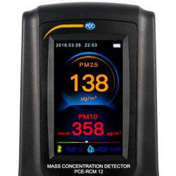 En la parte inferior del medidor de calidad de aire se indica la temperatura y humedad relativa.
