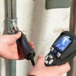Comprobación de una línea neumática con el medidor del punto de rocío a presión PCE-DPM 3