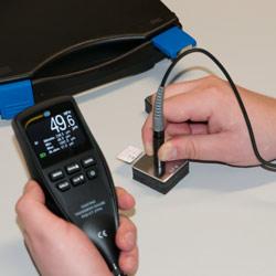 Aquí observa la calibración del medidor de recubrimiento PCE-CT 27FN.