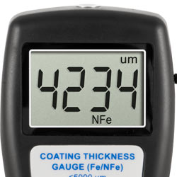 La gran pantalla del medidor de recubrimiento PCE-CT 5000