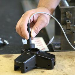 Realizando una medición con el medidor de revestimiento PCE-CT 90.
