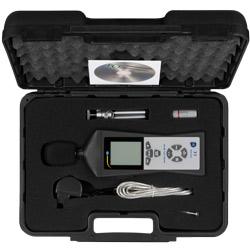 Medidor de sonido PCE-322A en su maletín de transporte, incluido en el envío.