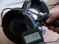 Los valores determinados se pueden leer directamente en pantalla del medidor de torque