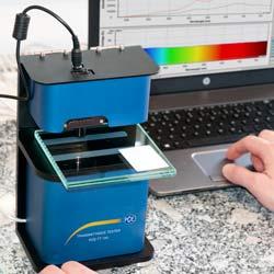 Uso del medidor de transmisión luminosa en un laboratorio