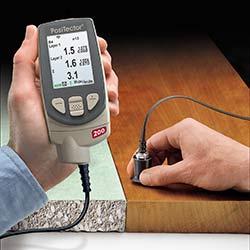 Aquí puede ver el micrómetro PT-200 midiendo sobre diversos materiales