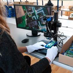 Imagen de uso del microscopio digital 3D PCE-IDM 3D