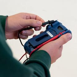 Sujección para los cables de prueba del multímetro PCE-DM 5