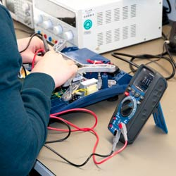 Uso del polímetro digital PCE-HDM 10